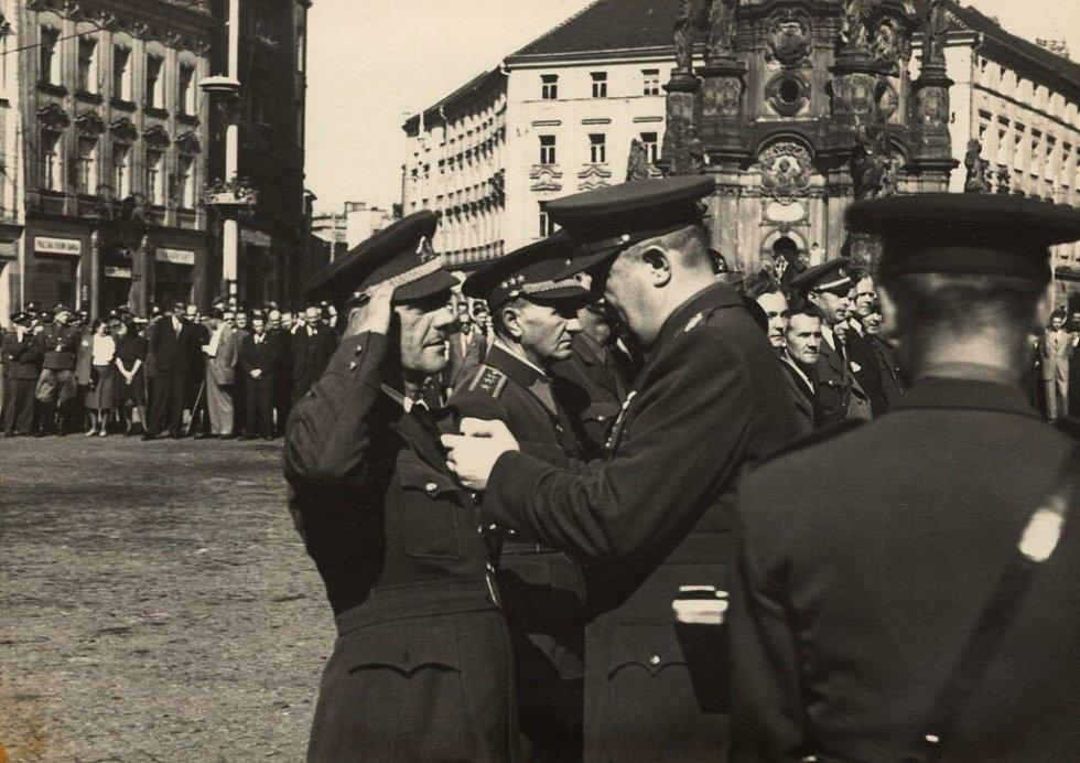 Poválečné vyznamenání na Horní náměstí v Olomouci