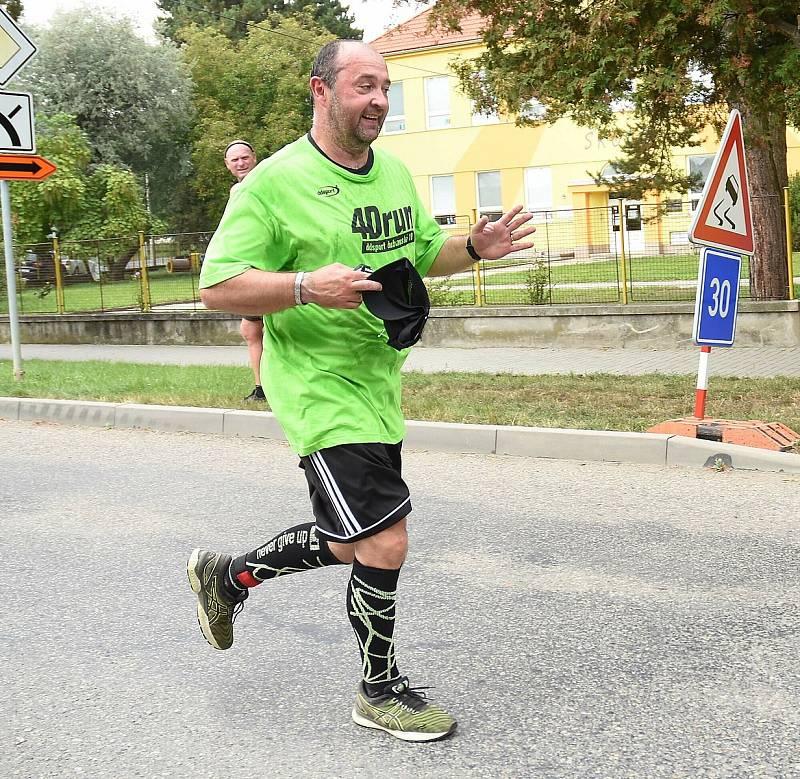 1. ročník běžeckého závodu Dubanský desítka se vydařil. Zúčastnily se stovky běžců v rozličných kategoriích. Michal Barčík