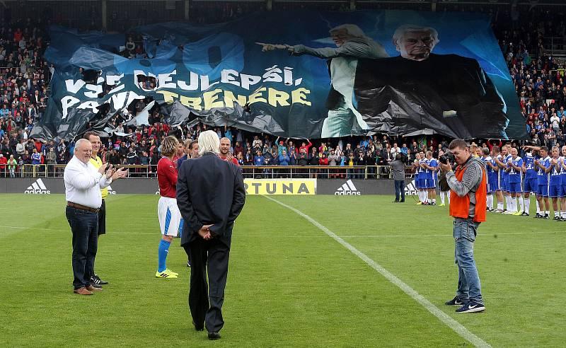 Fanouškovské choreo jako pocta Karlu Brücknerovi na Zápase století v září 2019 na Andrově stadionu v Olomouci