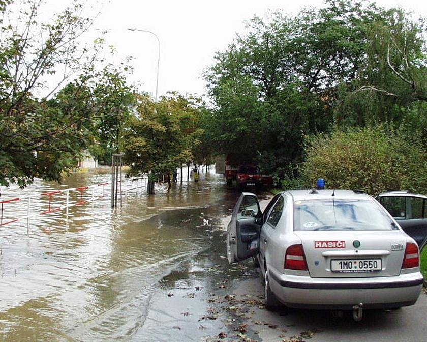 Hasiči z Bouzova při povodních