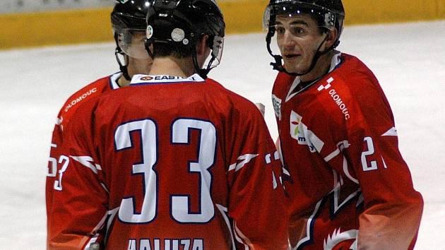 Hokejisté Olomouce (v červeném). Ilustrační foto.