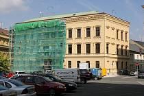 Fasáda knihovny dostává nový vzhled
