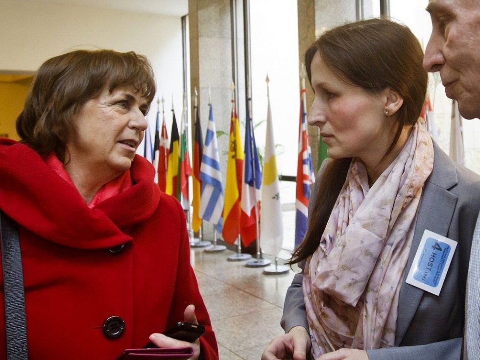 Eva Michaláková (vpravo) a poslankyně Jitka Chalánková