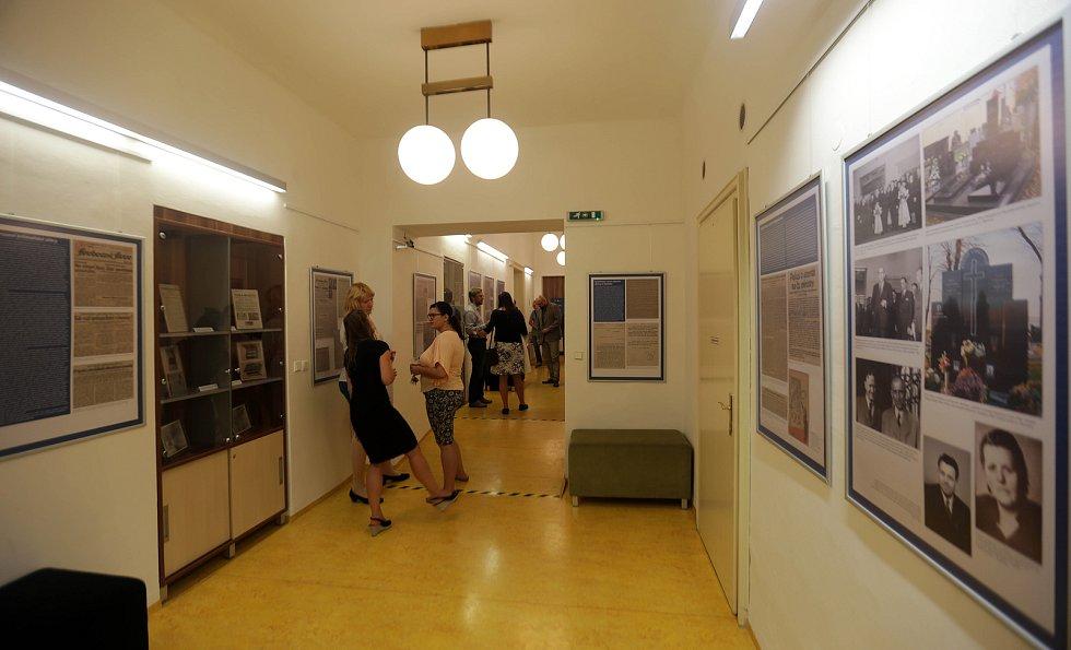 Výstavu s podtitulem Tajemný pokus o atentát na československé ministry v Galerio Biblio ve Vědecké knihovně v Olomouci.