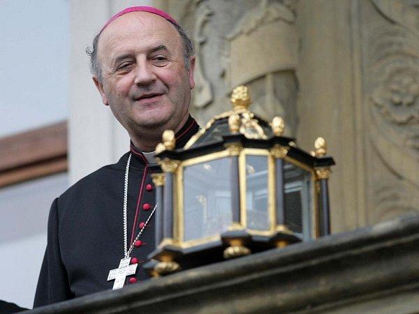 Arcibiskup Jan Graubner sostatky svaté Pavlíny