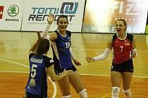 Eva Hodanová (uprostřed), Adéla Stavinohová (vpravo)