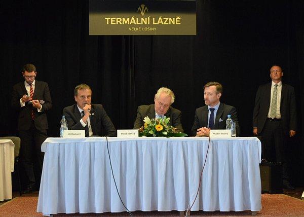 Prezident Zeman vtermálních lázních ve Velkých Losinách