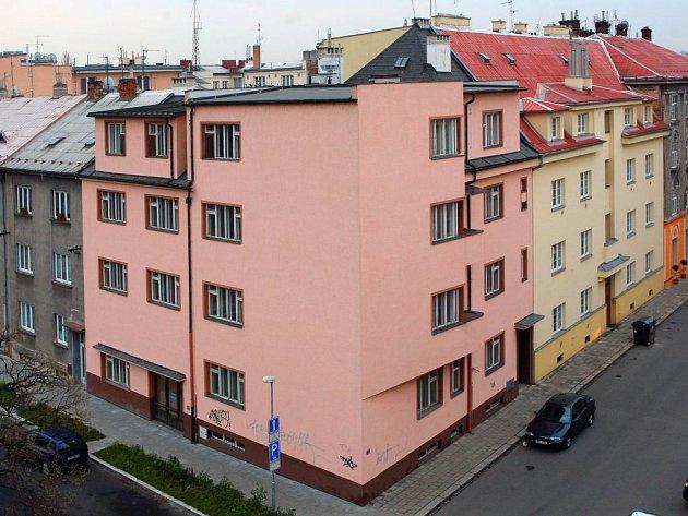 Rohový dům v Aksamitově ulic, ve kterém by měl být nový hotel