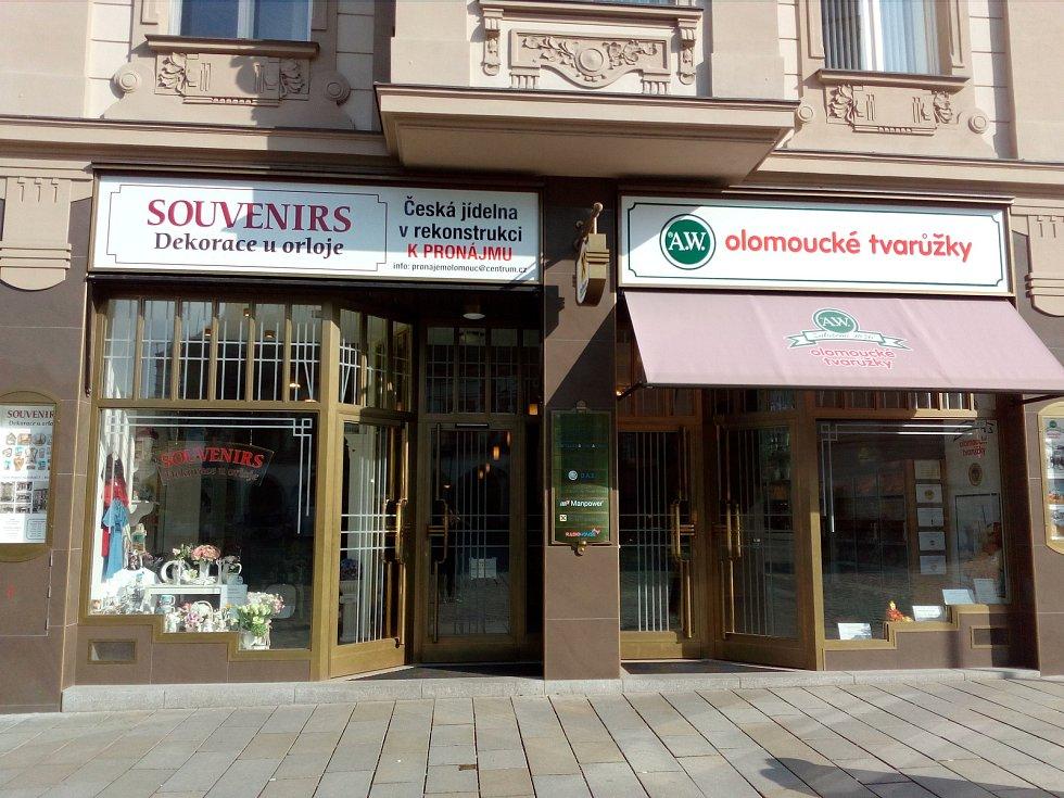 Po bezmála půl století zavřel Pavel Martinásek tento týden bufet Centrum na olomouckém Horním náměstí.