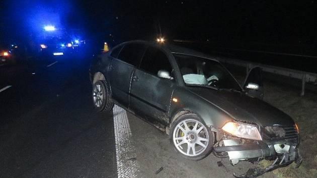 V noci ze soboty na neděli srazil na staré silnici mezi Příkazy a Křelovem na Olomoucku dvacetiletý řidič jednačtyřicetiletého cyklistu, starší muž na místě zemřel.