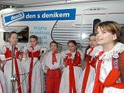 Děti z místní školy zaspívaly hanácká písně.