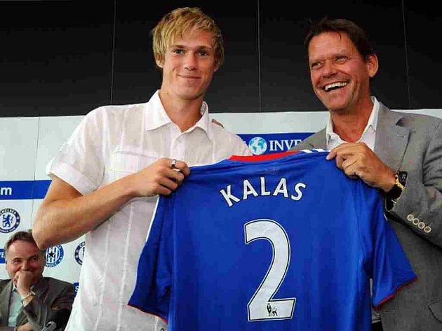 Tomáš Kalas s dresem FC Chelsea