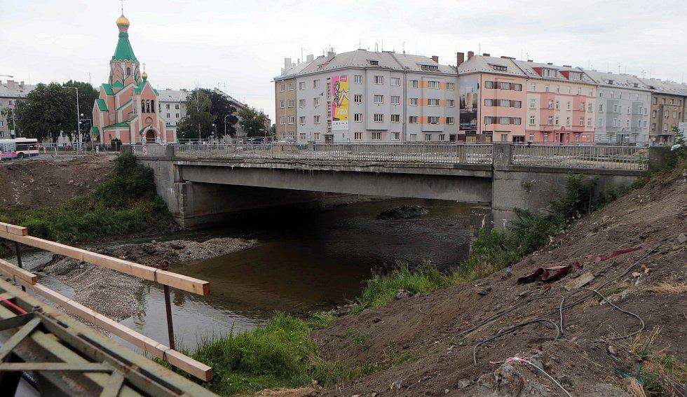 10. 7. 2018 - srážka řeky Moravy - příprava na demolici mostu u Bristolu