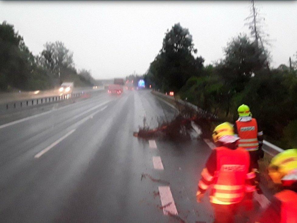 Zásahy hasičů po bouřkách v pátek 9. července v Olomouckém kraji.