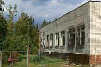 Bývalé vojenské prostory na Tabulovém vrchu v Olomouci obsadili bezdomovci a squateři. Prázdné budovy patří úřadu práce, ten je ale chce prohlásit za nepotřebné.