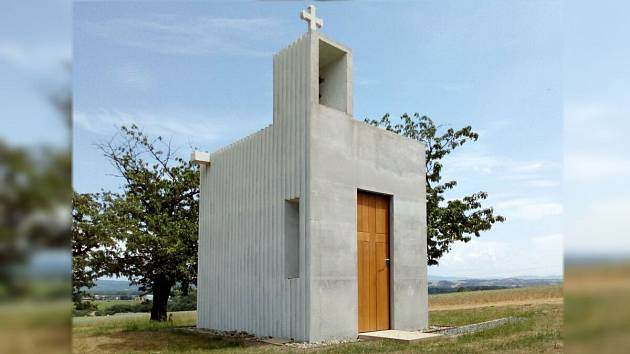 Kaple sv. Vendelína je pozoruhodným architektonickým počinem, který láká turisty na kopec mezi Osekem nad Bečvou a Veselíčkem