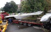 Rozebírání olomouckého letadla Tu-104