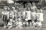 Rok 1956 v Mezicích, mateřská školka, zemědělský útulek.