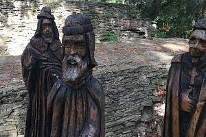 Dřevěná plastika českého krále Jana Lucemburského připomíná důležitý milník v dějinách Náměště na Hané. Autorem je řezbář Pavel Dlabal.