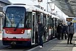 Tramvaje a autobusy jezdí, ale narváno nebývá