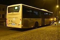Linka z Olbramic do Senice na Hané na neoficiální zastávce v Náměšti u lékárny, 10. 11. 2020