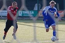 Obránce Milan Machalický (s míčem) uniká po levém křídle