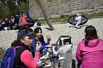 Na Den vítězství se mnoho turistů vydalo na Velký Kosíř, 8.5. 2021