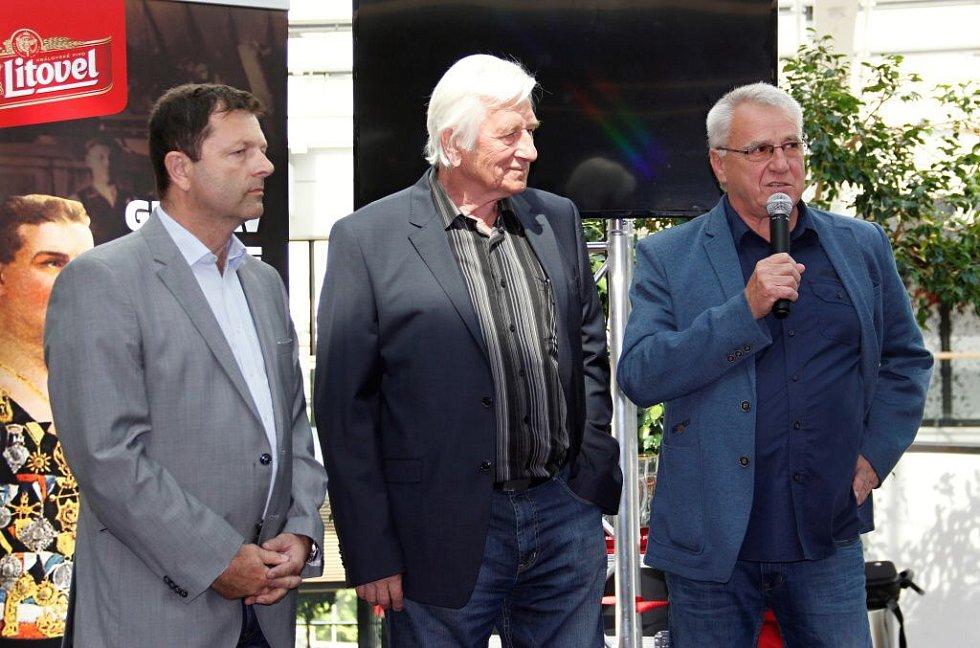 Josef Lébr, Karel Brückner a Petr Uličný. Křest knihy Bouřlivák John v obchodním centru Šantovka v Olomouci
