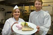 Šéfkuchařka hotelu Alley Jarmila Nejezchlebová a její festivalové menu – Filátko z candáta s nočky z malinové pěny, pečené máslové brambory s lístky meduňky
