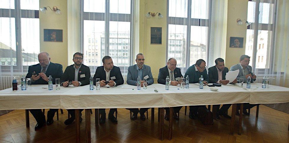 DENÍK BUS - debata v salonku Městského domu v Přerově.