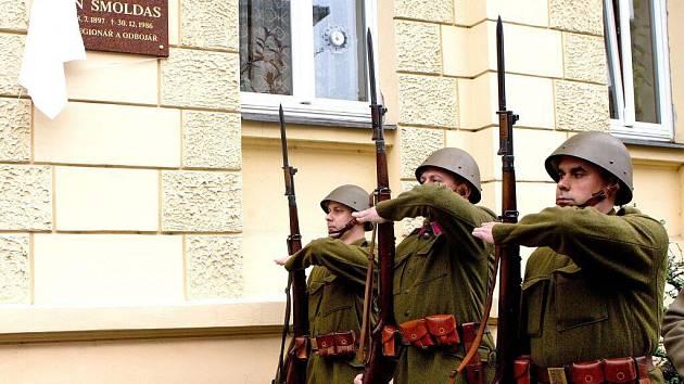 Odhalení pamětní desky generálu Šmoldasovi v Mozartově ulici v Olomouci