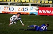 Fotbalisté Holice (v bílém) proti Prostějovu - Jan Tögel