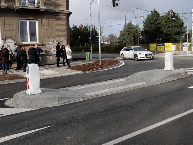 Nový přechod a místo pro přecházení u křižovatky ulici Milady Horákové a Divišova