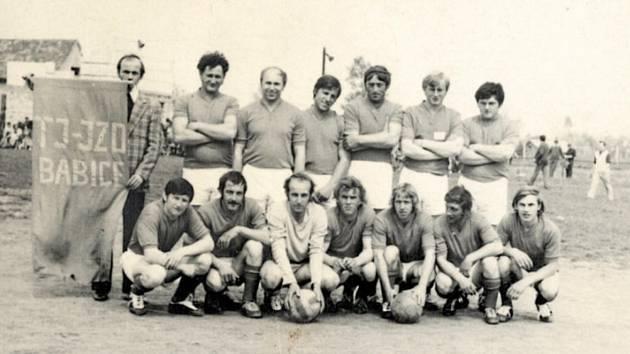 FOTBAL. Družstvo sestavené pro účast na zemědělských turnajích. Vroce 1968 se vobci vyskytli zapálení nadšenci pro fotbal a ve spolupráci s JZD byl dán základ pro komplexní sportoviště a základem fotbalu se stalo právě fotbalové družstvo mužů sestavené