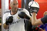 Jan Koller si na Olomoucké fotbalové škole zatrénoval kickbox