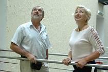 Václav Kožušník a Ludmila Machytková na prohlídce rekonstruovaných prostor Moravského divadla