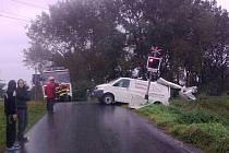 Nehoda vlaku ve směru z Olomouce do Prostějova s dodávkou v Rybářské ulici v Olomouci skončila lehkým zraněním spolujezdkyně.