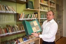 Nová odborná myslivecká knihovna ČMMJ Olomouc. Jednatel RNDr. Jiří Zbořil
