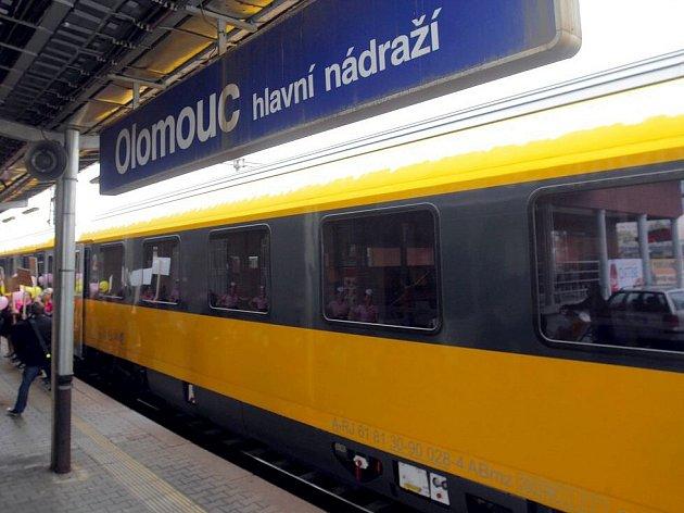 Expres RegioJet na hlavním nádraží v Olomouci. Ilustrační foto