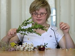 Klienti šternberského Vincentina vyrábějí dárky v chráněných dílnách. Ilustrační foto
