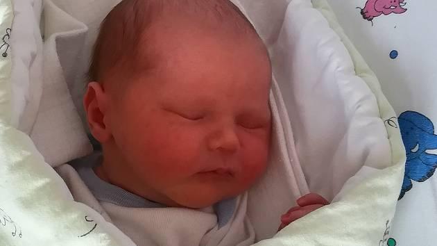 Antonín Hubáček, Cholina, narozen 24. prosince, míra 50 cm, váha 3270 g