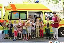 Děti zachraňovaly své medvídky. Naučily se tak první pomoc