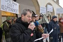 Protest příznivců Romana Smetany před olomouckou radnicí