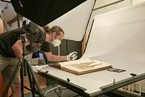 Digitalizace ve VMO už probíhá, postupně bude konzervováno, ošetřeno či restaurováno a poté nejmodernějšími metodami digitalizováno na 70 tisíc sbírkových předmětů.