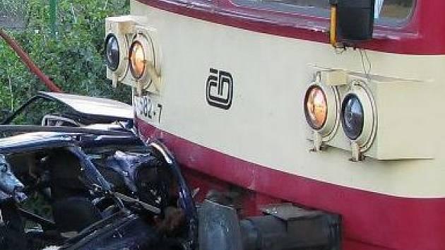 Srážka vlaku s autem. Ilustrační foto
