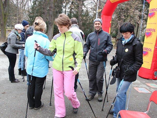 Chůzi s holemi pod dohledem instruktora si mohli vyzkoušet všichni ti, kteří v sobotu zamířili na olomoucké Výstaviště Flora, k pavilonu E.