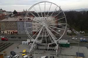 Stavba ruského kola na olomoucké tržnici, 20. 11. 2019