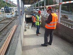 Práce na opravě tramvajové trati v Brněnské ulici v Olomouci. Konec července 2018