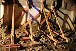 Hasiči zasahují při pádu štítové stěny staršího rodinného domku v Rakodavech na Olomoucku