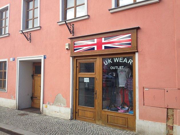 Vnebytových prostorách na Hlavním náměstí ve Šternberku, kde došlo kvraždě, je dnes prodejna oblečení.